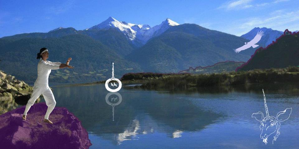 A partir del año 2007, en la Patagonia Chilena, Maritza Melo Soto, MARU, después de un largo camino de alineación y autoconocimiento, decide crear y compartir este método que contribuye, dentro del proceso evolutivo del Ser Humano contemporáneo, a despertar la Consciencia de Unidad....